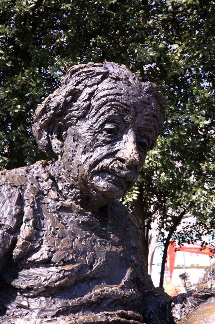 Albert Einstein Memorial detail